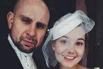 Sabina Rojková (20) s Tomášem Dastlíkem (42) jako manželský pár. Ale jen v divadle! Spolu je můžete vidět ve hře Sňatky z rozumu.