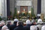 Pohřeb lobbisty Šloufa: Zeman chyběl. Dorazili Nejedlý, Foldyna i podnikatel Kočka
