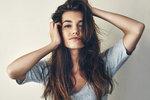 Co opravdu funguje proti padání vlasů? Vlasové hnojivo, vitaminy i šampony