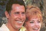 Sedmdesátá léta: Michèle a její druhý manžel automobilový závodní Claude Bourillot. Manželství skončilo krachem a Bourillot opouští Angeliku i s jejími penězi.