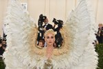 Katy Perry v modleu Versace
