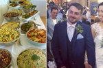 Svatební hostina za 150 korun! Manželský pár nakrmil 140 lidí jídlem na výhoz
