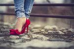 Chyby při výběru bot: Jak na to, abyste nevypadala jako od kolotočů