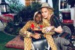 Madonna v akci: Afrického synka navlékla do teplákovky za 85 tisíc