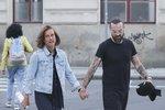 Nový pár, Barbora Strýcová a Petr Matějček vyrazili do centra Prahy. Nehnuli se od sebe ani na krok.