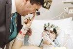 Vdala se pár dnů před smrtí. S rakovinou a na nemocničním lůžku, ale milovaná