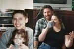 Fotografie rodiny před několika lety a dnes.