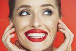 Čistíte si správně zuby? Jenom kartáček a pasta nestačí