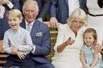 Královna Alžběta připravuje svého syna Charlese na převzetí monarchie a královskou roli. Až jí bude pětadevadesát, udělá z něj zastupujícího vládce. Po její smrti pak usedne na trůn se vším všudy. Dnes slaví Charles sedmdesátku a mezi poddanými moc oblíbený není. Lidé mají radši jeho syny – prince Williama či Harryho. Jaký byl jeho život a co všechno vás u Charlese možná překvapí?