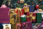 Tipy na vánoční dárky: Co dát partnerovi, rodičům a kamarádkám? Stovky nápadů v galerii!