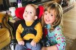 Chlapec, kterého lékaři prohlásili za mrtvého, zázračně ožil! Tohle budou jeho první Vánoce doma.