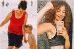 Fotografie od moře se svou rodinou jí motivovala k celkové proměně.