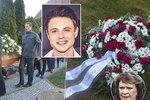 Pohřeb herce Aleše Kubáta (†30): Zdrcená maminka, bílé růže a vzpomínka od Bohdalky!