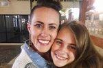 Náctiletá maminka dala svou dceru po narození k adopci. Znovu ji spatřila po 17 letech!