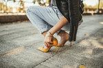 Žlutá se letos botám nevyhne.