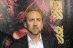 Nicolas Cage je nucen zbavit se majetku, aby zaplatil vysoké dluhy. Jenže o nemovitosti teď moc velký zájem není