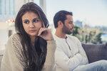 Jsou důvodem, proč se někdy cítíte vyčerpaní, a vlastně ani pořádně nevíte proč. Bývají vynalézaví, a navíc jsou na vás závislí. Přesněji řečeno, jsou závislí na vaší energii. Kdo? Přece emocionální upíři!