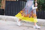 20 stylových párů tenisek, které se skvěle hodí k šatům!
