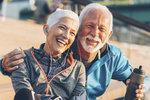 Důvodů, proč žijeme stále déle, je celá řada. Napomáhají tomu vývoj lékařské vědy, zvyšující se povědomí o tom, jak o své zdraví svépomocí a účinně pečovat, a aktivní zájem lidí. Zásadní je však ale – jak se zdá – celkový životní styl.