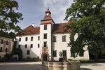 Třeboňský zámek nabízí klasické prohlídky interiérů, ale i vzrušující výpravu do kasematů.