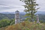 Pokud chcete vyjet kousek za město, navštivte rozhlednu Bučina nad Kyselkou. Je odtud pěkný výhled do údolí Ohře.