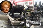 Luxusní jaguar shořel na troud! Uvnitř seděla herečka Rázlová!