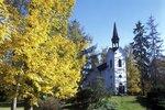 Parkem projdete až ke kapli Panny Marie Lurdské.