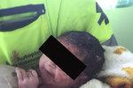 Zakrvácená žena ležela na zemi s miminkem na břiše, do nemocnice nechtěla: Dramatický »domácí porod« pohledem záchranářů