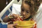 Dlouhé vlasy čtyřleté holčičky se zapletly do kola motokáry. Smrti unikla jen o vlásek!
