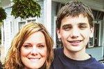 Shannon na fotografii se synem.