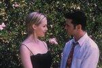 Jennifer Garth s Jasonem v jednom z posledních dílů původního seriálu Beverly Hills.
