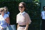 Pippa má krásnou sbírku šatů