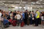 600 tisíc dovolenkářů má problém. Zasáhne i Čechy krach velké cestovky Thomas Cook?