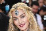 Madonna má dvě své vlastní děti, ale přesto zatoužila po adopci. V roce 2008 si z Malawi přivezla chlapce Davida a o rok později holčičku Mercy.