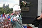 30 let od sametu: Demonstrace, nepovedený zvon pro Havla, Klausova kniha a společné jednání vlád