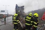 Zavřený Pražský okruh! Jeden mrtvý, hoří kamiony