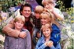 V komedii Přes palubu z roku 1987 si Goldie zahrála i se svým životním partnerem Kurtem Russellem. Jiskřilo to mezi nimi i na plátně.