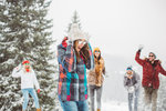 Dovolená na horách je mnohem víc než jen lyžování. Jsou to také dlouhé procházky, relaxování u svařáku nebo horké čokolády a mnoho dalších aktivit. Cílem je tedy najít kousky, ve kterých vám bude dobře na sjezdovce, ale i jinde. Vyhledaly jsme pro vás skvělé kombinace, které zafungují!