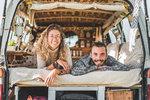 Mladý pár, který vyměnil dům za dodávku