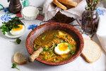 Přidáváte do polévek čerstvý libeček nebo petržel? Zkuste tentokrát mladou kopřivu!