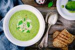 Kopřivu můžete přidat i do vašich oblíbených zeleninových krémů z brokolice nebo špenátu.