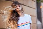 Rady kadeřníka: Jak šikovně zamaskovat odrosty bez barvení?