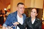 Míša Kuklová se svým přítelem Josefem Wittnerem přišla na otevření Galerie ocelových figurín v centru Prahy
