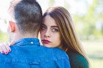 6 situací, kdy je lhaní ve vztahu povoleno! Kdy je lepší neříkat pravdu?