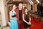 Pavel Šporcl s dcerami Violettou a Sophií na zahájení Febiofestu.