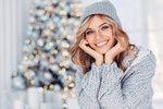Lámete si hlavu, čím letos potěšit své blízké? S kosmetikou nikdy nešlápnete vedle! Ani letos firmy nezklamaly a připravily roztomilé vánoční balíčky plné kosmetiky. Výběr je tak velký, že si rozhodně vyberete! Připravily jsme pro vás seznam těch nejhezčích, které pod vánočním stromečkem rozhodně potěší.
