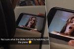 Pornozáhada na palubě letadla: Mladík natočil pasažéra při podivné aktivitě