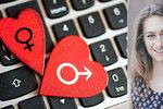 Seznamujete se online? Socioložka prozradila největší chyby, které děláme!