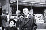 Saskia s tatínkem na procházce