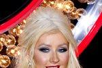 Christina Aguilera na premiéru v LA zvolila výraznější líčení rtů i očí. Vizážisté však doporučují vybrat si jen jednu partii.